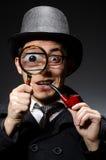 Lustiger Detektiv mit Rohr stockfoto