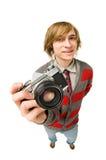 Lustiger fisheye Eintragfaden des jungen Mannes mit Kamera Stockfotografie