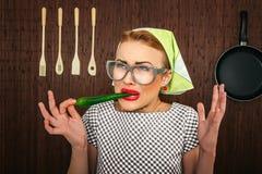 Lustiger Frauenkoch Stockbild