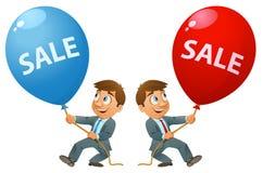 Lustiger Geschäftsmann, der Ballon mit Verkaufszeichen hält Lizenzfreie Stockfotos