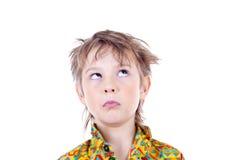Lustiger Gesicht verziehendes Junge Lizenzfreie Stockfotografie