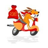 Lustiger Hund auf einem Roller mit einem Geschenksack Lizenzfreie Stockfotografie