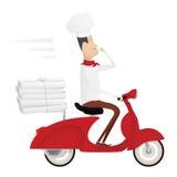 Lustiger italienischer Chef, der Pizza auf rotem Moped liefert Stockfotografie