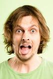 Definitions-Grünhintergrund der lustigen Leute des Mannporträts wirklichen hoher Stockfoto
