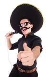 Lustiger Mann, der den mexikanischen Sombrerohut lokalisiert trägt Lizenzfreie Stockfotografie