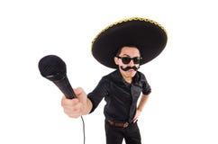Lustiger Mann, der den mexikanischen Sombrerohut lokalisiert trägt Stockfotos