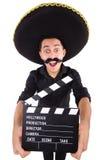 Lustiger Mann, der den mexikanischen Sombrerohut lokalisiert trägt Lizenzfreies Stockfoto