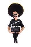 Lustiger Mann, der den mexikanischen Sombrerohut lokalisiert trägt Stockfotografie