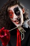 Lustiger Mann mit dem Skelett Stockbild