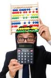 Lustiger Mann mit Taschenrechner und Abakus Stockbild