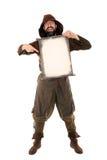 Lustiger mittelalterlicher Mann hält eine alte gealterte Rolle Stockfotos