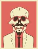 Lustiger Schädelhippie-Charakter mit einem Schnurrbart und einem Bart Typografisches Retro- Halloween-Plakat Auch im corel abgeho Lizenzfreies Stockbild