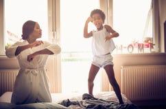 Lustiger Tanz lizenzfreie stockbilder