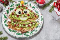Lustiger Weihnachtsbaum formte süße Pfannkuchenkrepps zum Frühstück Stockfotografie
