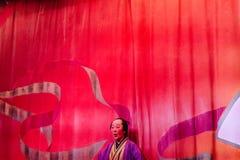 Lustiger Wirt der Oiran-Show-Geisha Show am Noboribetsu-Datum Judaimura-Geschichtsfreizeitpark, der Edo Period hervorhebt Lizenzfreies Stockfoto
