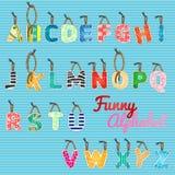 Lustiges Alphabet, Farbhängende Buchstaben vektor abbildung