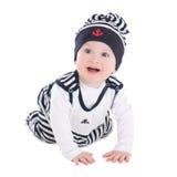 Lustiges Babykleinkind im Seemann kleidet das Kriechen lokalisiert auf wh Stockfoto