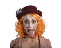 Lustiges Grimassenclown-Mädchenmädchen mit der Zunge draußen stockbild