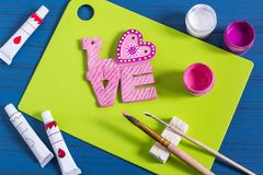 Lustiges Handwerk von gesalzenem Teig zu Valentinsgruß ` s Tag Schritt 12 Lizenzfreies Stockbild
