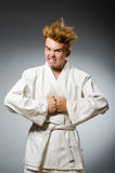 Lustiges Karatekämpfertragen Stockfoto