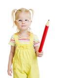 Lustiges Kind in den Brillen mit dem roten Bleistift lokalisiert Stockfoto