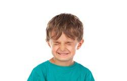 Lustiges Kind mit den Augen geschlossen Stockbild