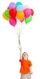 Lustiges Kind mit den Ballonen, die oben fliegen Lizenzfreie Stockfotos