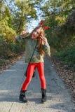 Lustiges Kindertragende Weihnachtsrenhörner lizenzfreie stockfotografie