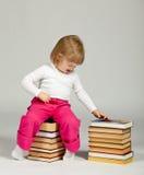 Lustiges kleines Mädchen lizenzfreie stockbilder