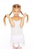Lustiges kleines Mädchen mit Zöpfen stockbilder