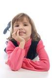 Lustiges Mädchen, das auf dem Fußboden liegt Lizenzfreie Stockbilder
