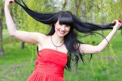 Lustiges Mädchen mit dem langen Haar Lizenzfreie Stockfotos