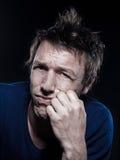 Lustiges Mann-Portraitverziehen traurig Lizenzfreie Stockbilder