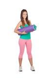 Lustiges Mädchen in der Sportkleidung mit einer Matte Lizenzfreie Stockfotografie