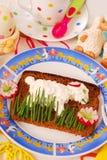 Lustiges Ostern-Frühstück für Kind Stockfotos