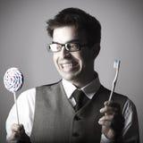 Lustiges Porträt des intelligenten glücklichen jungen Mannes Lizenzfreie Stockbilder