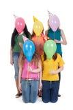Lustiges Portrait der Mädchen mit Ballonen Stockfotografie