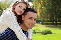 Lustiges Portrait des verheirateten Paars Stockfotos