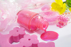 Lustrador de prego cor-de-rosa derramado Imagens de Stock