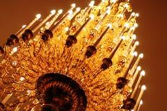 Lustre dans l'église Église orthodoxe Image libre de droits
