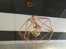 Lustre de plafond avec l'ampoule de lampe photo stock