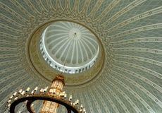 Lustre et plafond décoré Image stock