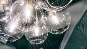Lustre moderne de concepteur Conception moderne et conception d'éclairage de la salle Conception de lumière et d'espace Unfocused Photos libres de droits