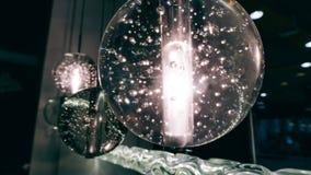 Lustre moderne de concepteur Conception moderne et conception d'éclairage de la salle Conception de lumière et d'espace Unfocused Photo libre de droits