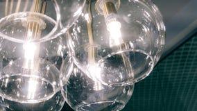 Lustre moderne de concepteur Conception moderne et conception d'éclairage de la salle Conception de lumière et d'espace Unfocused Images stock
