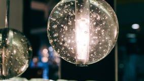 Lustre moderne de concepteur Conception moderne et conception d'éclairage de la salle Conception de lumière et d'espace Unfocused Photos stock