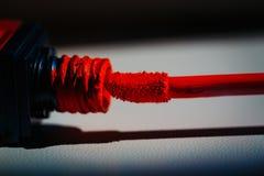 Lustre rouge de lèvre de charme Photographie stock