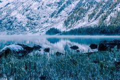 Lustrzana powierzchnia halny jezioro Fotografia Royalty Free