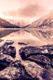 Lustrzana powierzchnia halny jezioro Fotografia Stock
