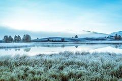 Lustrzana powierzchnia jezioro w halnej dolinie Zdjęcie Royalty Free